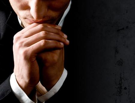 мужчина в молитве2