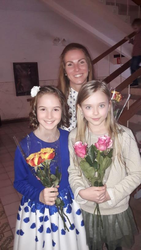 Катя с девочками